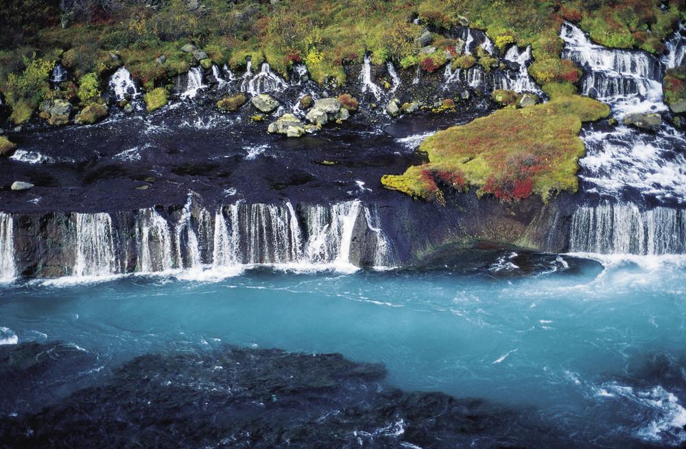Водопад Храунфоссар в Исландии