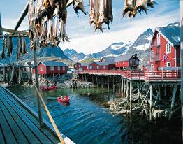 Традиционная рыбацкая деревня. Лофотенские острова, Норвегия.